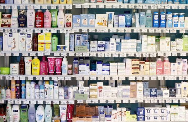 choix de produits de beauté en grandes surfaces. Toutes ces marques sont à éviter.
