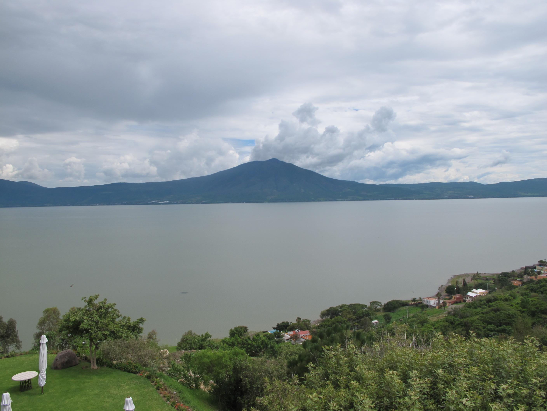 Vue sur le lac lago de chapala, dans les alentours de guadalajara