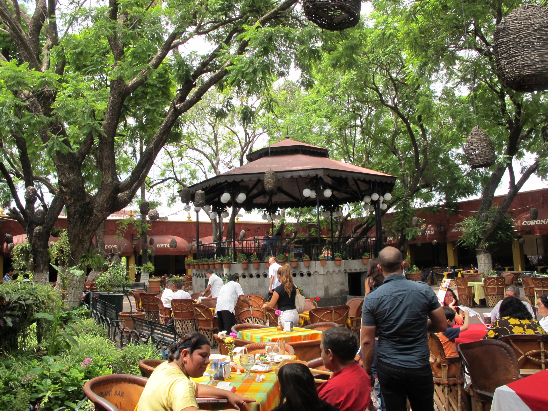Déjeuner en terrasse dans un restaurant de Tonala, avec des mariachis