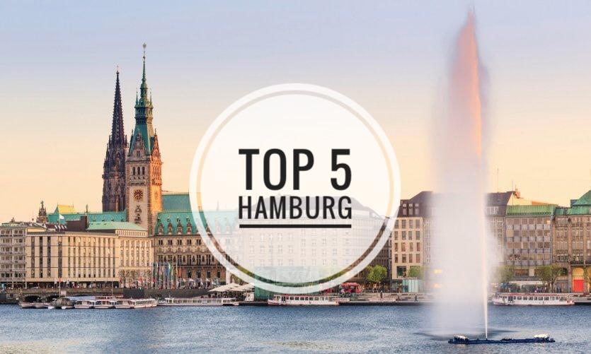 Top 5 des sorties cool à faire à Hamburg en Allemagne : promenade dans le quartier de Treppenviertel, visite de l'elbphilharmonie, jeu de lumière au parc Planten un Blomen, cocktail au Gone Away Bar à Eimsbüttel, dégustation d'un hamburger au fischmarket