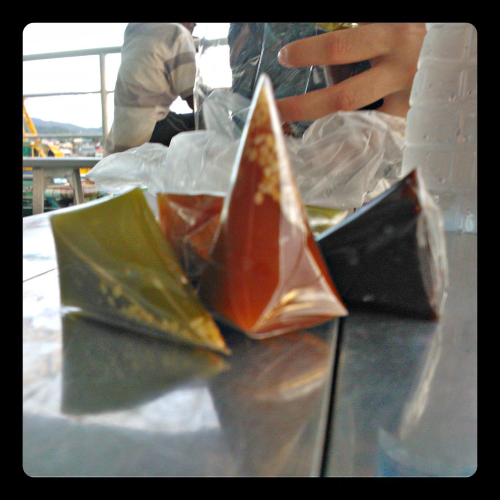 dodol, dessert asiatique semblable à un caramel mou avec des graines de sésame