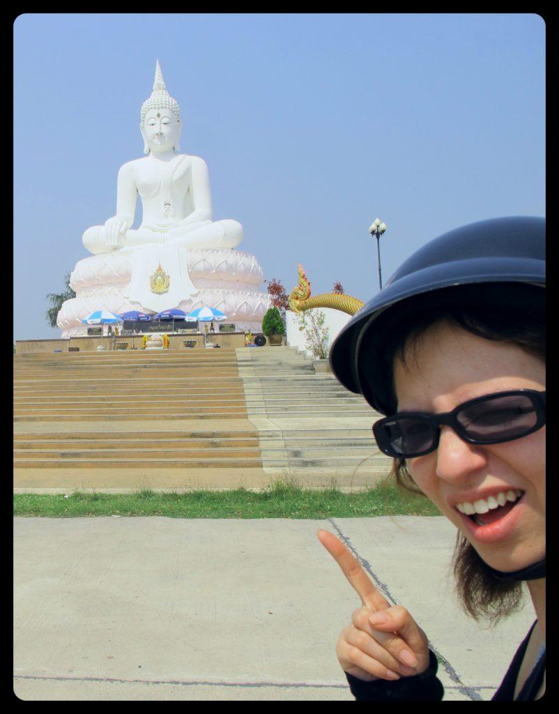 Bouddha blanc dans les environs de Lopburi
