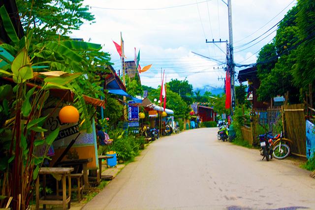 rue du village, situé dans la montagne au nord de la Thaïlande