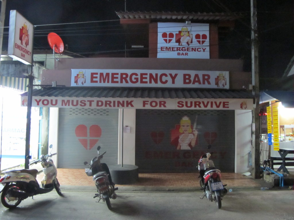 Emergency Bar, pub dans les rues de lamai street, You must drink for survive