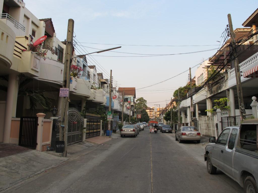 balade dans les rues du quartier de town in town à Bangkok
