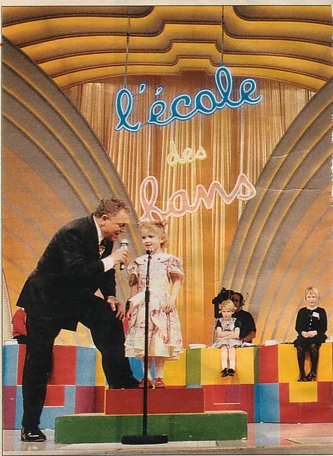 Cannes, l'école des fans de Jacques Martin, émission où les enfants chantent et repartent tous avec un prix.