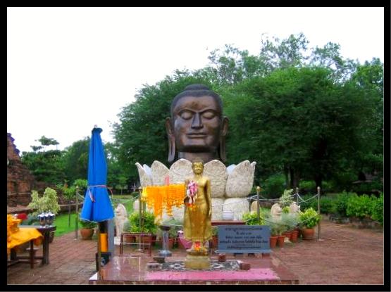 Visage en métal de bouddha à ayutthaya